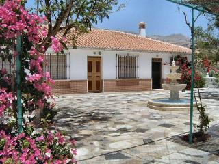 Finca La Casilla is in open countryside but near the vliiage with lovely gardens, Villanueva de la Concepcion