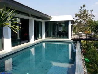 Modern villa with pool in Khao Yai, Kham Sakaesaeng