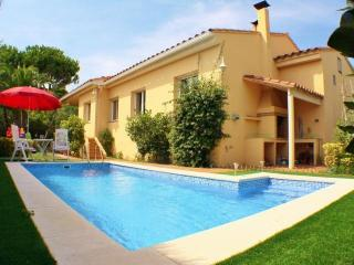 CB364 -  Quality villa with pool