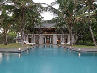 Lalang, Luxury 4 Bed villa, Beach Front, Tabanan