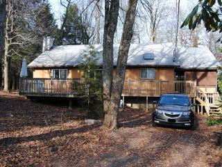 ♣ Comfy ranch cabin close to mountain resorts ♣, Long Pond