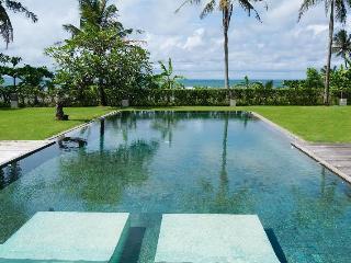 Shalimar: Makanda, 4 Bedroom Villa Beachfront Luxury, Canggu
