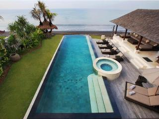 Rosita, Luxury 5 Bed villa, Beachfront,Klungkung, Nusa Lembongan
