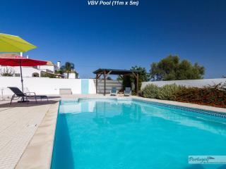 Villa Boa Vista, Tavira town. Sleeps 8/Pool/Aircon