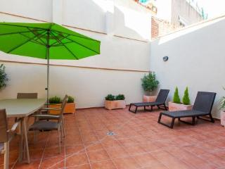Rare 6BR/4BA house with huge outdoor terrace by Sagrada Familia for 14 people!