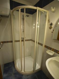 Aqua upper level shower