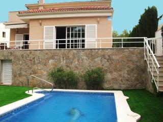 CD360 - Nice villa located between vineyards