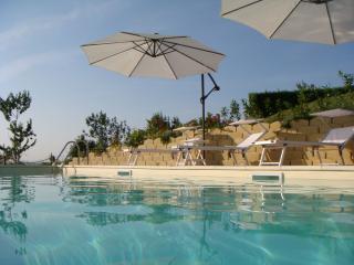 Noleggio di lusso con piscina & splendida vista sulle montagne, Servigliano