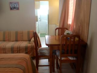 Home Away -Charming One Bedroom near the Beach, Maxwell