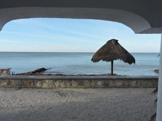 Beach front, comfortable, ground level condo, Progreso