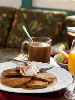 The Inn's breakfast is available free of charge to guests of Our Beach House.