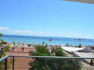 Luxury Apartment Overlooking To  The Sea, 30 Right, Altinkum