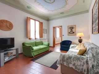 Quiet luxury apartment in oltrarno district of Florence with available wi-fi, sleeps up to 7, Florença