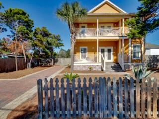 'Mango Sun' 6B/4Ba - Private Pool - Sleeps 15, Destin