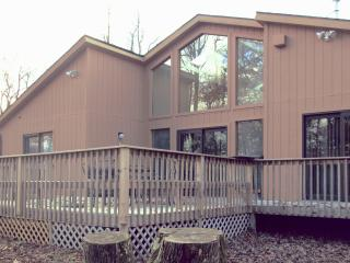 Amazing Pocono Ski House 5min to camelback close to all Attractions !!!