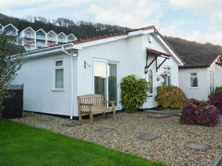 PHOENIX COTTAGE, detached bungalow, conversatory, enclosed courtyard, sea views, in Westward Ho!, Ref 29827