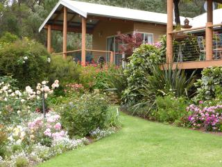 LAKESIDE GARDEN RETREAT, Pemberton