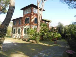 Villa Marina di Massa, Marina Di Massa