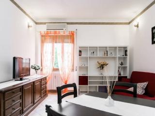 Quiet apartment with parking space, Rome