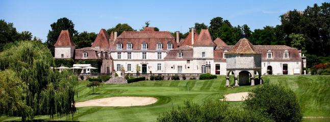 Anyone for golf? Chateau des Vigier, just 5 mins away.