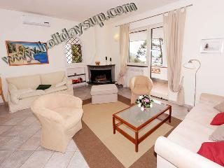 Villa sorrento holiday rentals living area with fireplace and air conditioning, terrace ocean view