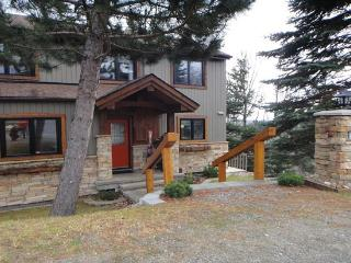 3000 Sq Ft Executive Mountain Town Home, Mont Tremblant