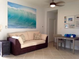 GRACE BAY 1 BR CONDO - 5 MIN BEACH ACCESS - (gga)