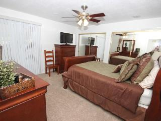 Beautiful Ground Floor 2 Bedroom Condo - 3 Queen Beds; Free Secured Wifi; Close to Pools, Saint George