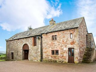 CLOVE COTTAGE, semi-detached cottage with wonderful views, en-suite facility, patio, Great for walking, near Appleby-in-Westmorland, Ref. 917424
