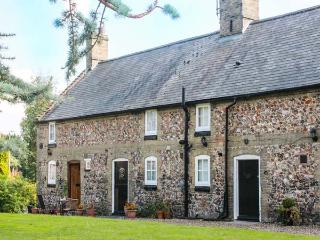 FLINT COTTAGE, romantic retreat, pet-friendly, off road parking in Swaffham, Ref