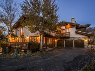 Solamere Mountain Home Located in Deer Valley with Amazing Views and a Private Outdoor Hot Tub, Park City