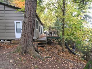 Hemlock Hideaway cottage (#834), Algonquin Provincial Park