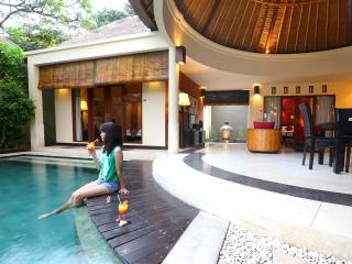 luxurious seminyak four bedroom villa with pool, Kerobokan