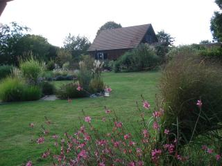 Peaceful cottage with private pool and garden, Vergt