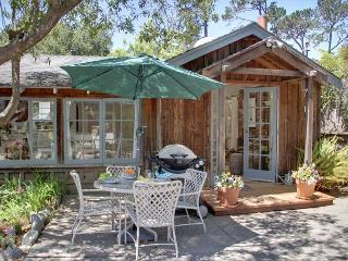 3274 Sea Shell Cottage ~ Plush Beds, Luxury Linens ~ Walk to Town ~ Fireplace, Carmel