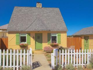 3612 Storybook Cottage ~ Charming Updated Vintage Cottage! Plush Beds!