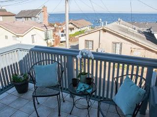 3616 Mermaid House ~ Ocean View! Walk to the Ocean, Rec Trail & The Aquarium!