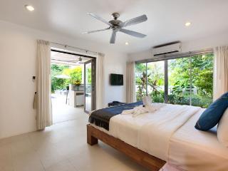 Bedroom (Pool Level)