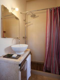 En-suite bathroom in the guest-house