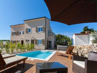 VILLA NOCCIOLA  Luxury holiday house with swimming, Premantura