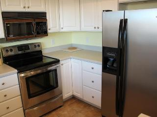 Large 2 Bedroom / 2 Bath Condo on Ground Floor - Green Valley Access Included! Private Wifi., Saint George