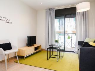 Plaza - Two bedroom with balcony apartment, Barcelona