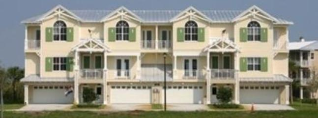 Amazing Townhome in The Landings at Coral Creek, Englewood