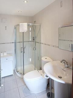 Fully tiled ensuite to Master Bedroom 1