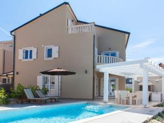 VILLA BIANCA  Luxury holiday house with swimming p, Premantura