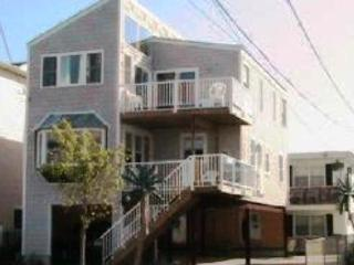 'Palms Down the Shore' Beachy single-family home, Wildwood