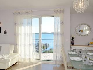 Four star Luxury Apartment with Panoramic Sea view, Trogir