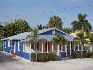 2-Unit Beach to Bay Cottage...NOT Grandma's place!...100 feet to beach!, Bradenton Beach