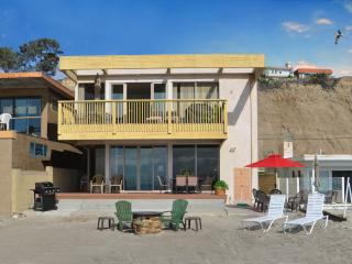 Family Beach House On The Sand! PET FRIENDLY! Sleeps 11 to 21 (095L), Capistrano Beach