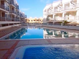 2 Bedroom, Tenerife with swimming pool, sleeps 5, Puerto de Santiago